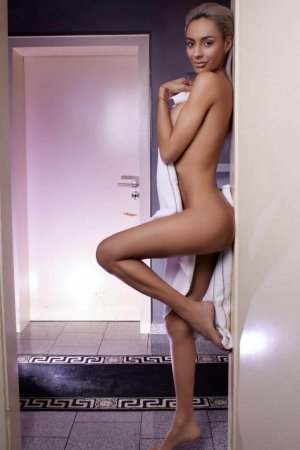 Heliana outcall escort and sex club